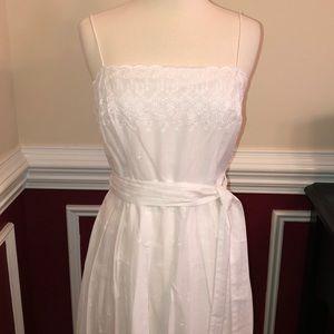 Beautiful and dainty white eyelet dress size 8
